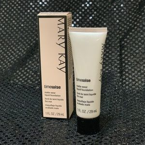 Mary Kay Makeup - TimeWise Matte-Wear Liquid Foundation (beige 1)